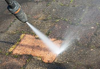 oprit laten reinigen door een schoonmaakbedrijf