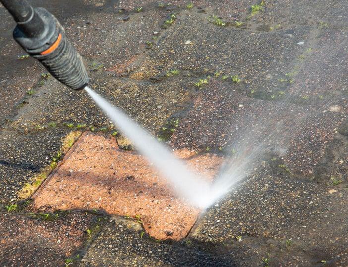 vervuilde terras schoonmaken