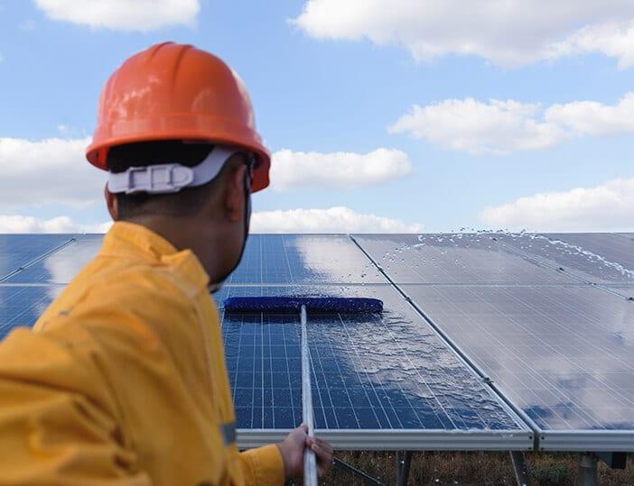 Hoe zonnepanelen schoonmaken?